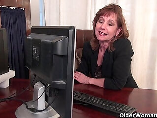6:54 - Office granny in pantyhose works her old pussy -