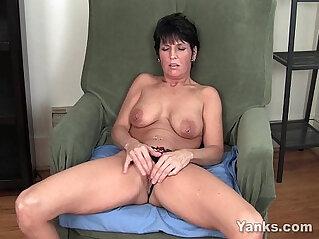 7:22 - Pierced Milf Masturbating -