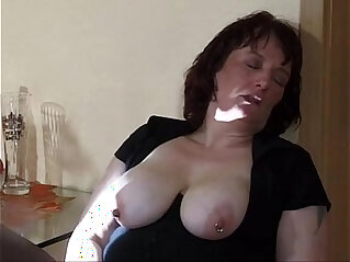 30:34 - extreme mom insertion and squirt -