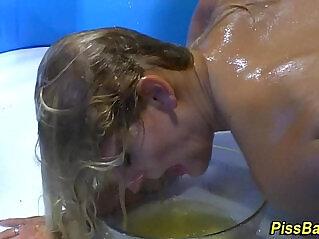 10:23 - Fetish ho bathes in urine -