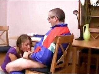 32:03 - Dos alumnas quieren una subida de nota y el profesor se la da -