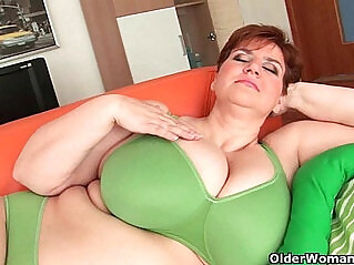 12:48 - BBW granny gives her big tits and plump pussy a workout -
