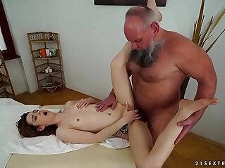 6:09 - Older man fucks her younger massage client -