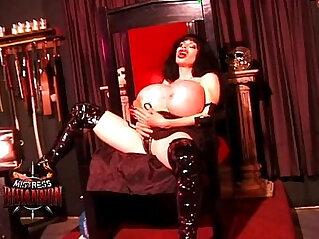 17:01 - Mistress Rhiannon smothers a lucky man -