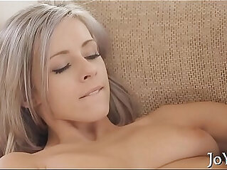 5:43 - Solo honey toys her pussy -