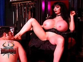 30:04 - Mistress Rhiannon has a lucky slave -