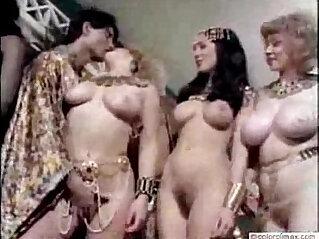 7:01 - Retro Nudes -