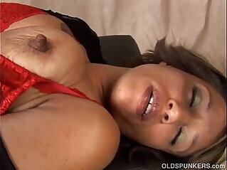 5:36 - Sexy amateur has great big tits -