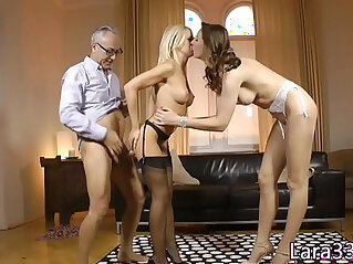 10:04 - Stockinged UK milf ass fucked standing up in trio -